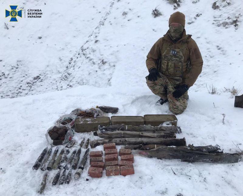 На Луганщині виявлено потужний склад зброї найманців РФ (фото)