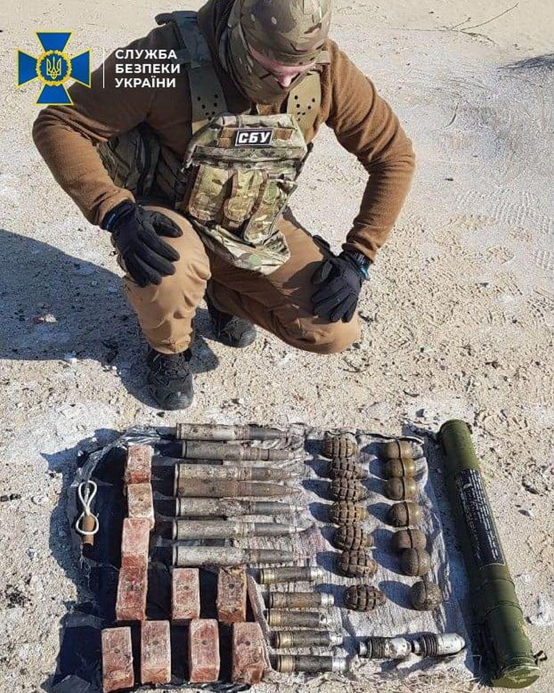 На Луганщині виявлено два вибухонебезпечних схрони (фото)