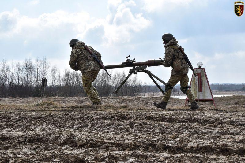 На Яворівському полігоні продовжують готувати українських воїнів (фото)