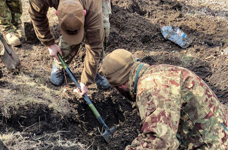 На Луганщині неподалік школи виявлено арсенал з боєприпасами (фото)