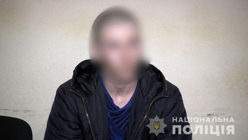 На Донеччині поліція затримала озброєного нападника та перевіряє його на причетність до угруповань бойовиків (відео)